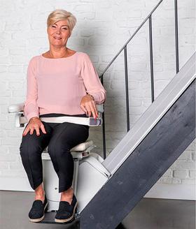 Treppenlift mit Armlehne
