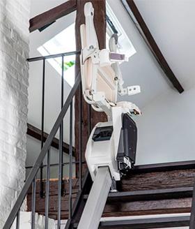 Treppenlift zusammenklappbarer Sitz